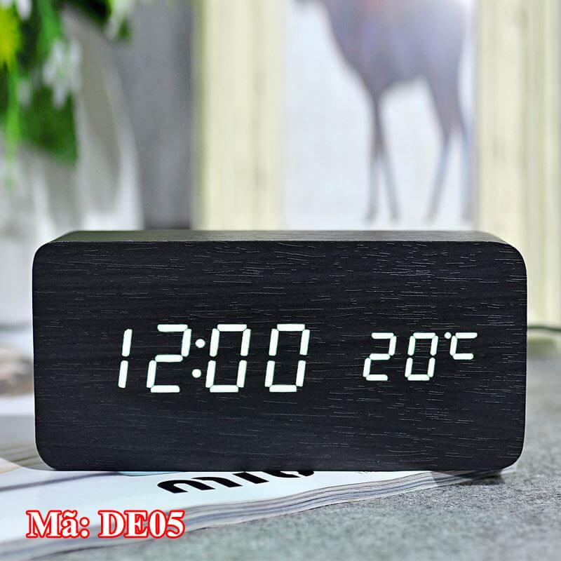 Đồng hồ DE05 màu đen có vân gỗ