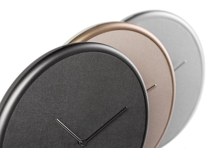 Đồng hồ treo tường thông minh có 3 màu